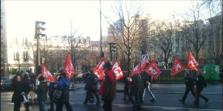 27-01-2013: Passeata do Partido Comunista Francês em Paris: Só 17 imbecis. Hoje assumir que é comunista não dá IBOPE, é preciso dizer que é Progressista, ecologista, pacifista...